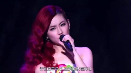 SHE用温柔成熟的方式演绎此歌,代表着给支持者们的答谢