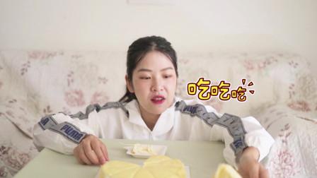 幸福西饼榴莲千层开箱试吃,一嘴巴的榴莲肉,吃得真过瘾!