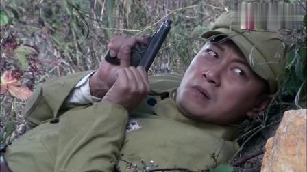 战士看见反光,立马反应有危险,果然在山上有俩狙击手