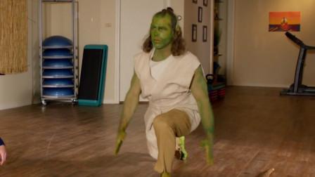 绿巨人减肥成功,没有肌肉变成了瘦猴子绿巨人,一部搞笑山寨电影