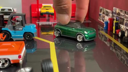 1/64的迷你模型车组成小场景
