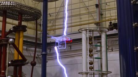 无人机挑战闪电 科学实验