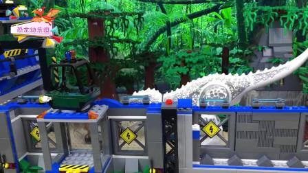 乐高积木动画:侏罗纪世界 三角龙冲出重围大战机器恐龙
