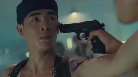 最喜欢看古惑仔里这一段,山鸡有情有义拿着手雷来救陈浩南