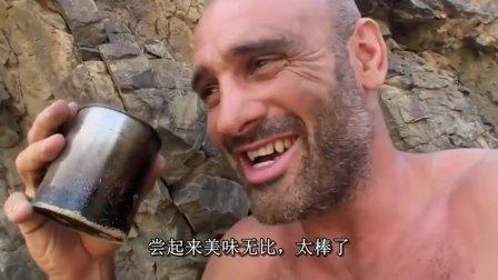 荒野求生:一杯黑加仑茶喝下去,德哥感叹这是世界最好的工作