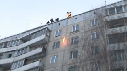 极限运动老外,从9楼不带保护措施的情况下直接跳下,生还归来