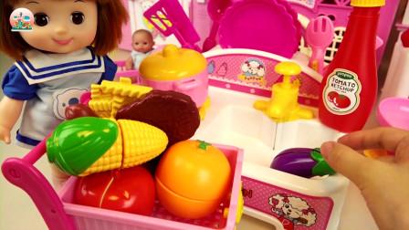婴儿娃娃饮料玩具和蛋糕店玩具