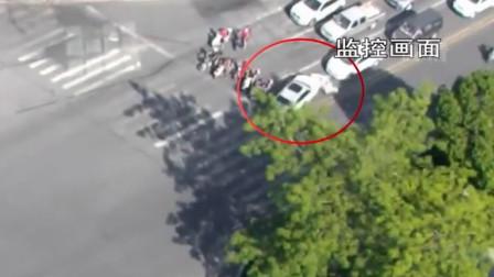 宝马女司机路口连撞3车 电动车驾驶员身陷车底