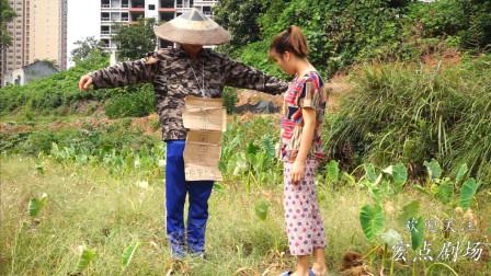 小伙的西瓜经常被偷,无奈小伙装成稻草人站在地里,这办法真好用