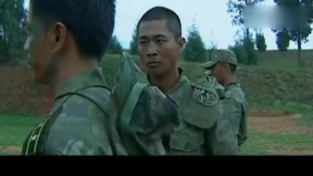 士兵突击:小伙和袁朗叫板,袁朗的枪法折佩服