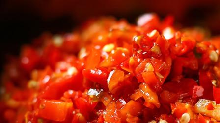 3斤辣椒,农村大妈60多年的方法秘制辣椒酱,放一年还鲜辣爽口