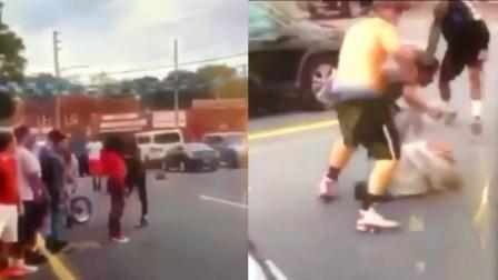 实拍:美国16岁高中生遭围殴刺死 现场80多名学生拍视频无人救助