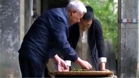 揉捻是制作宁红茶的重要工序,将揉捻好的茶发酵烘干,过程很讲究