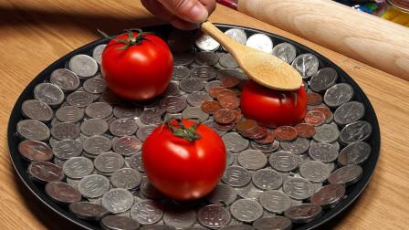 牛人用硬币制作披萨,加上配料超逼真,网友:这才是金钱的味道