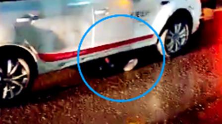 【重庆】醉酒男子趟马路上 被共享汽车碾压身亡