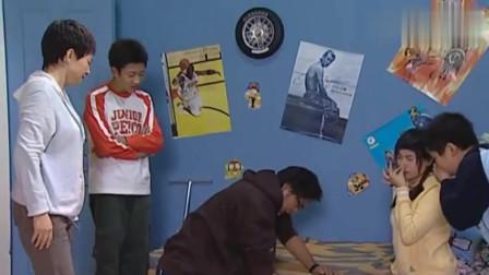 家有儿女:刘星闻了自己的臭袜子直接休克,刘梅急的打120,这得多臭啊!