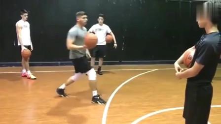 不谢,库里这招拜佛过人篮球教学,喜欢的拿走,学会了你就无敌了
