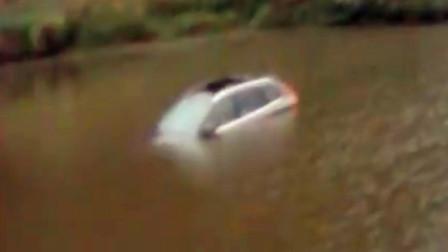 【重庆】男子驾车时与副驾闲聊 注意力不集中车辆冲进鱼塘