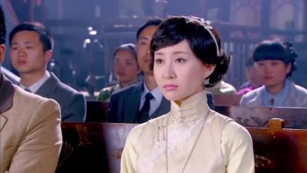 将军来看戏看到了已逝的妻子,不料就去就抱住了人家,才发现认错人了