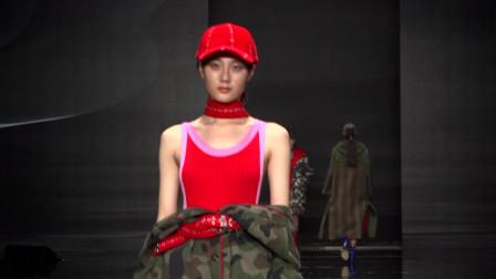 美女模特要是穿这身做运动,恐怕是十分的不便利啊!
