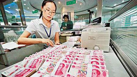 """在""""银行""""存进1亿元,一年能赚多少钱?专家:一辈子不用上班了"""