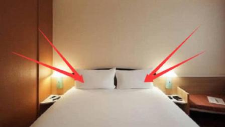 情侣酒店的双人床,为何要准备4个枕头?小姐姐说出实情