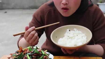 河鲜和它是绝配,胖妹一口气吃了三碗饭,看得我馋死了