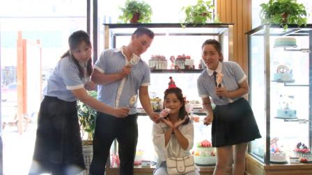 老师过生日,小楠和同学一起给老师订生日蛋糕,把老师感动哭了