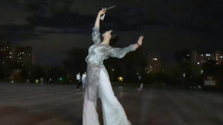 夜景很美舞更美《太湖美》有没有赏心悦目的感觉呢