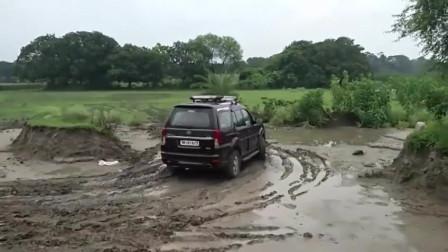 这就是印度的塔塔牌汽车,烂泥路上开两圈试下?