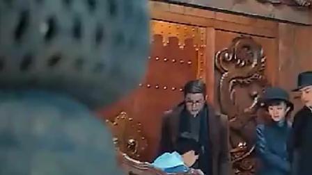 这个小孩真是不简单,就连九门之首的张大佛爷都要称他为前辈!
