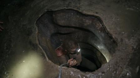 女子去地下墓寻宝,结果误入恐怖禁地,只有通过忏悔才能找到出口