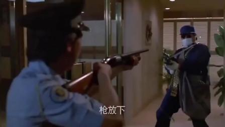 大哥你开了这么多枪, 没打烂东西, 是玩具枪吗