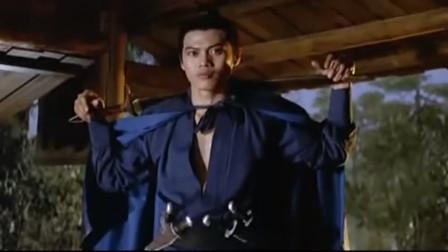 杨青过路看到有人赌输钱,用飞刀劈开筛子,发现筛子灌了铅