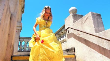 小萝莉穿上仙蒂瑞拉的黄玫瑰公主裙,竟然穿越到了魔法城堡?