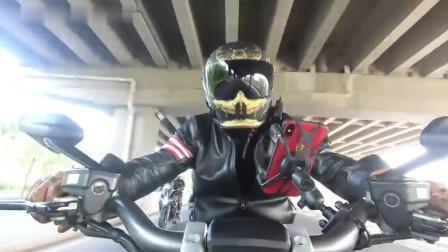 杜卡迪大魔鬼,20万的性能摩托真的不一般03