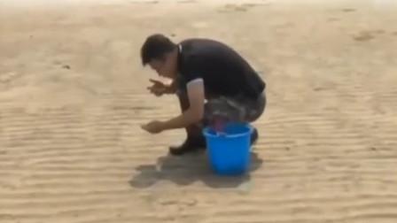 """90后山东小伙直播赶海,带动家乡牡蛎销售,曾被骂""""不务正业"""""""