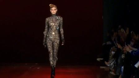"""模特穿""""蜘蛛网""""走秀,完美身材令人羡慕,台下观众都沸腾了!"""