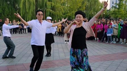 学府公园《麦西来甫》舞蹈丽静老师与团队老师优美共舞