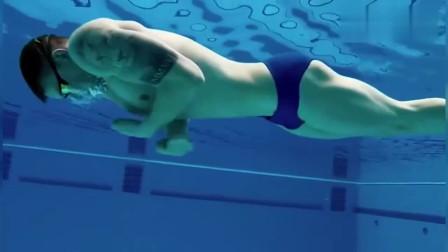 这才叫标准的蛙泳姿势,慢动作播放,看到就是赚到