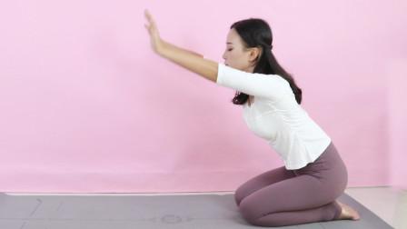经常腰痛的,像猫一样趴着,早晚做1次,拉伸腰椎,身体轻松