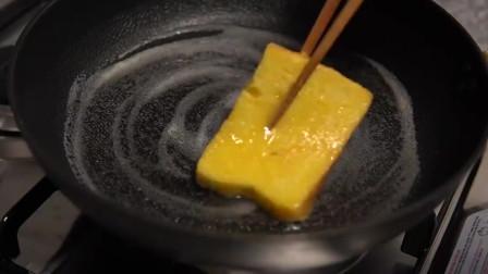 《韩国农村美食》面包片配上鸡蛋,用黄油煎了,酥脆好吃