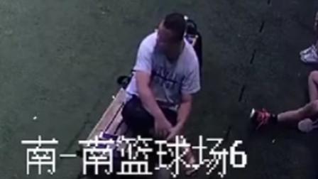 """【重庆】监拍:""""戏精""""男子篮球场盗手机"""