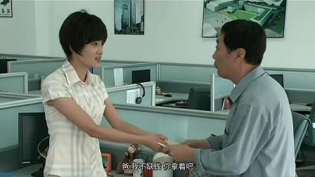 掌门女婿:老爸一直为林欢担心,趁着来石阳开会,拿着很多男生照片,想帮着林欢解决单身问题!