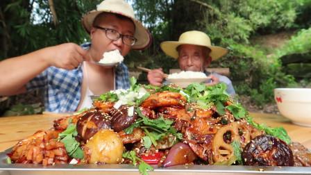 """四川农村""""麻辣香锅""""最过瘾的吃法,麻辣鲜香简单快捷,看饿了"""
