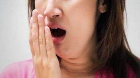 22岁女子嘴里出现这种味,去医院检查,医生直摇头:大病来了