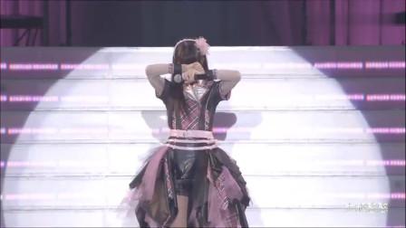演唱会现场,日本宅男提变态要求,女星在台上羞到捂脸