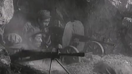 《上甘岭》敌人向总部进攻,坑道里的战士果断出击,逼退敌人进攻