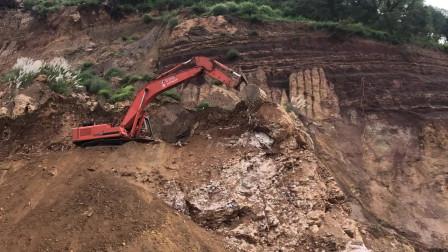 工地实拍挖掘机施工作业,这司机真是艺高人胆大,巨石落下时我松了口气