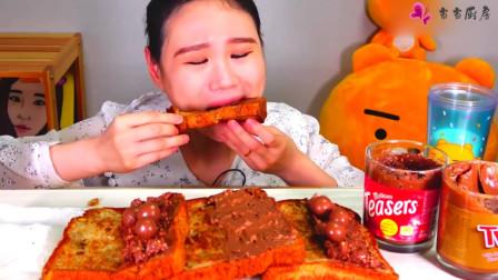 韩国大胃王卡妹,吃特色吐司,抹上巧克力酱和奶油吃真过瘾!